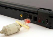 Cómo evitar una sobrecarga en las tomas de corriente