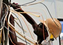 Cómo prevenir las descargas eléctricas